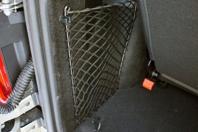 В задней части автомобиля также, достаточно различных ниш и кармашков