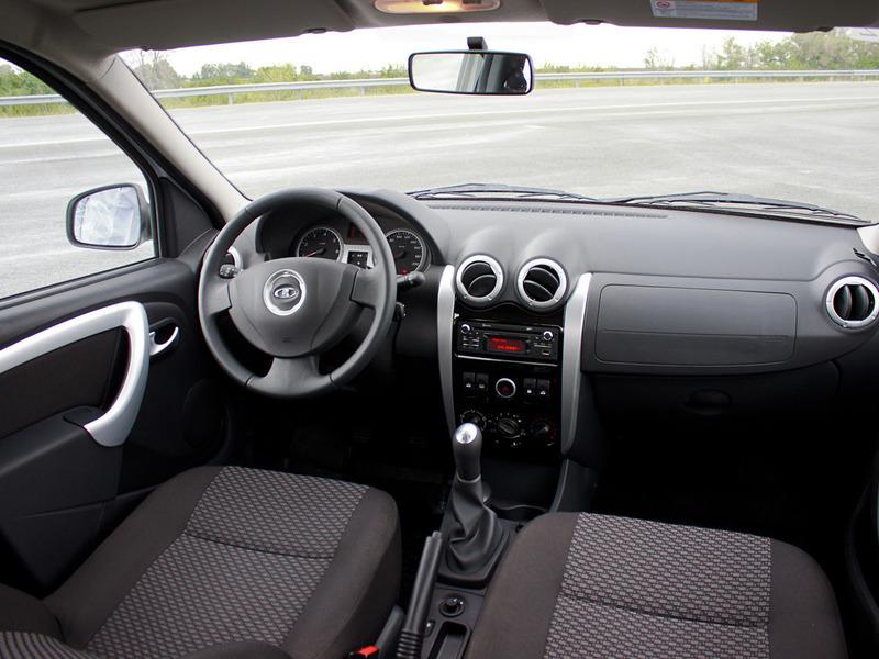 Салон Лада Ларгус практически не отличается от салона Renault Logan